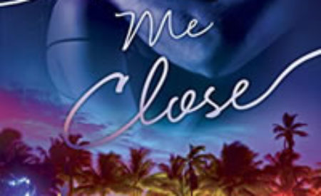 Review ❤️ Pull Me Close by Sidney Halston